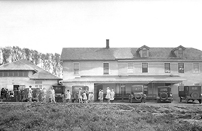 pleasant_lake_inn_earlier_times_small