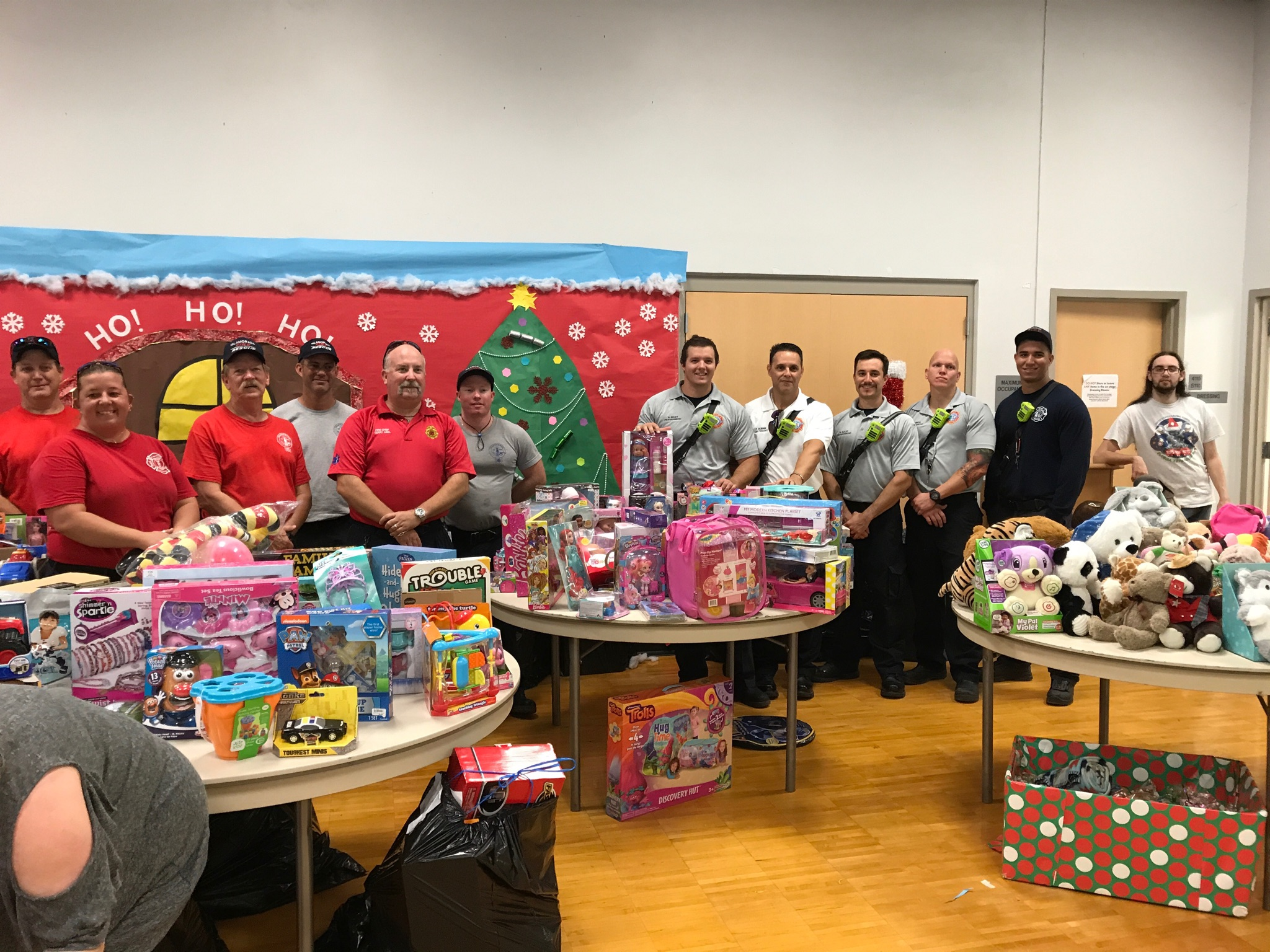 Toys_for_Tots_at_Sugarloaf_school