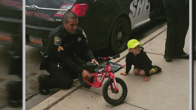 san-miguel-county-deputies-stop-to-help-boy-fix-his-bicycle